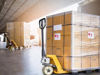 warehouse vs distribution center