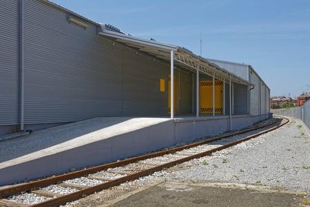 rail sided warehouse